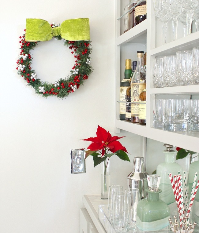 DIY-Christmas-Wreath-Using-a-Wire-Clothes-Hanger
