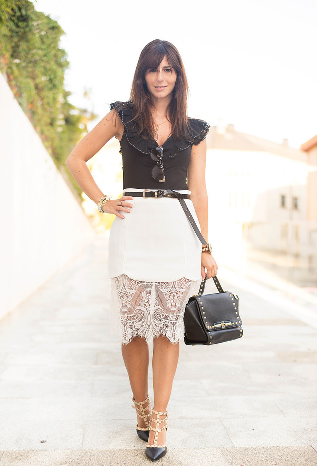 Elegant-Outfit-Idea-with-White-Lace-Skirt