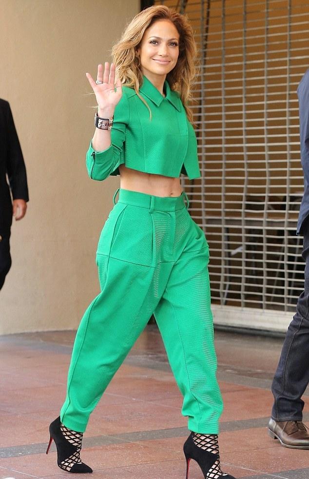 Jennifer Lopez shows off