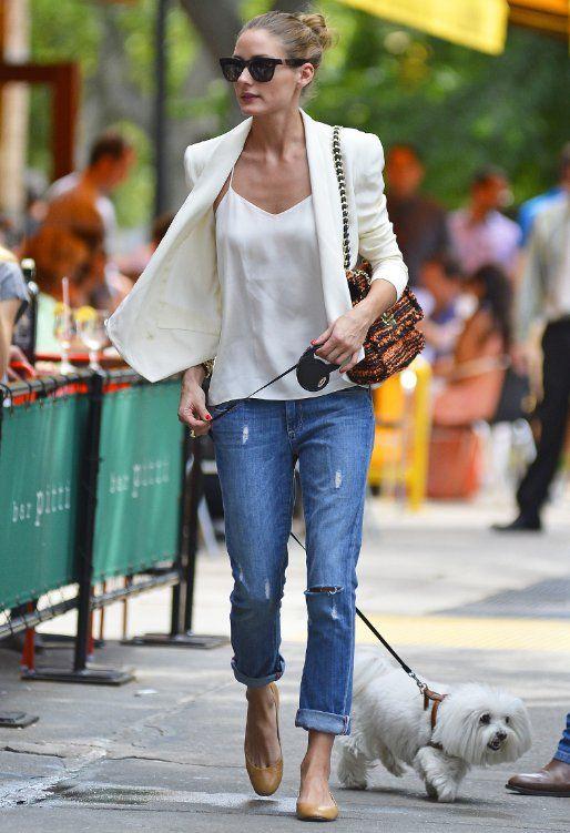Street style in boyfriend ripped jeans