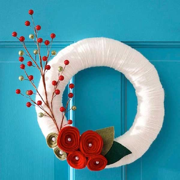 White-Yarn-Christmas-Wreath
