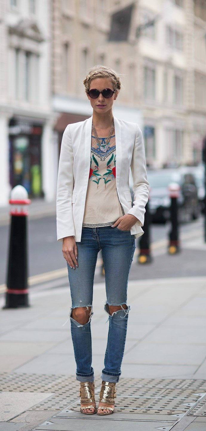 ripped-jeans-blazer-and-metallic-sandals