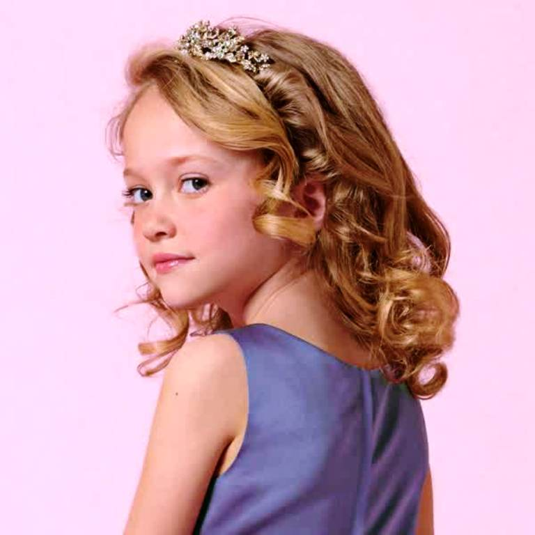 2. Curly Hairstyle For Kids