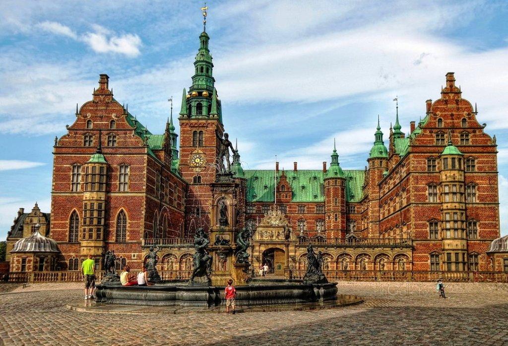 1-frederiksborg-palace