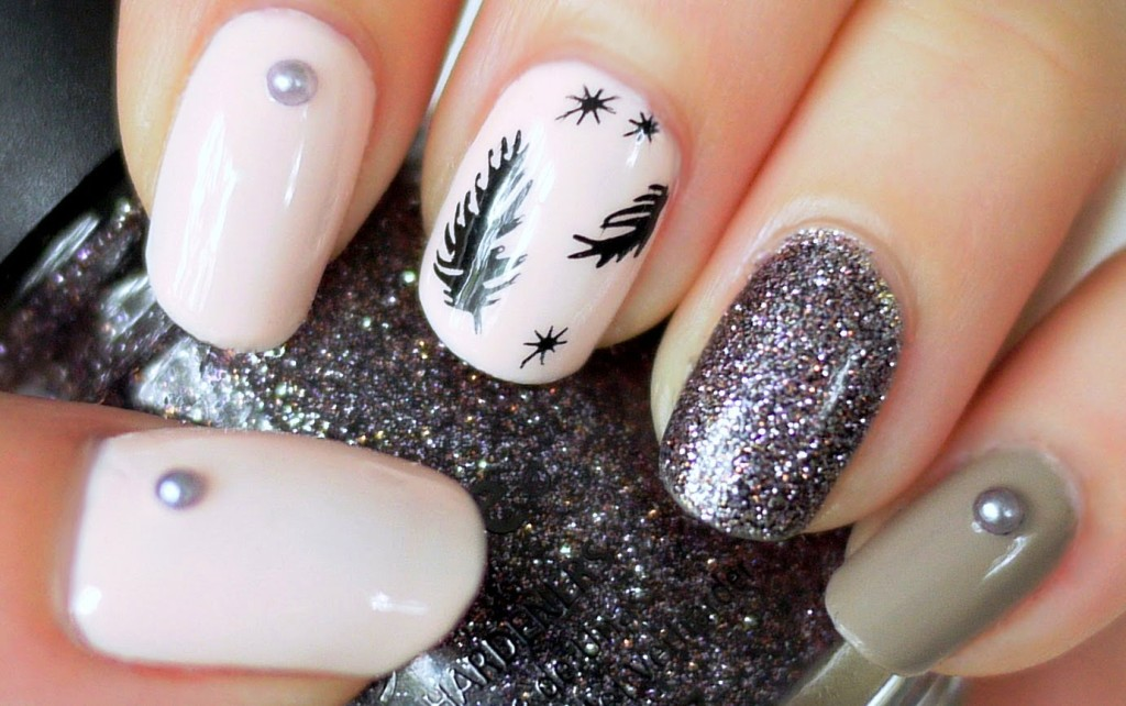 2-beautiful-feather-nail-art-designs