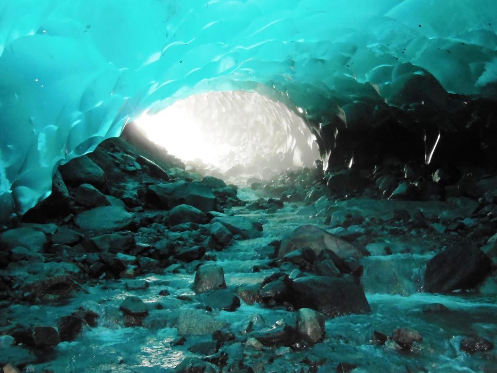 5-mendenhall-ice-caves-alaska-usa