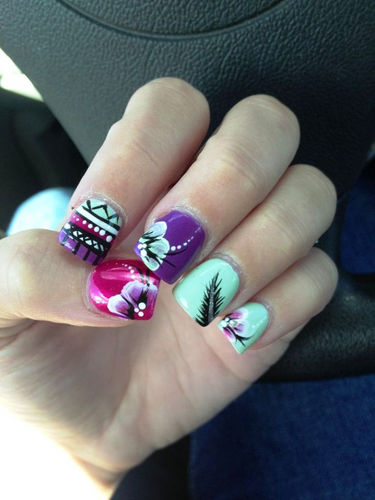 7-beautiful-feather-nail-art-designs