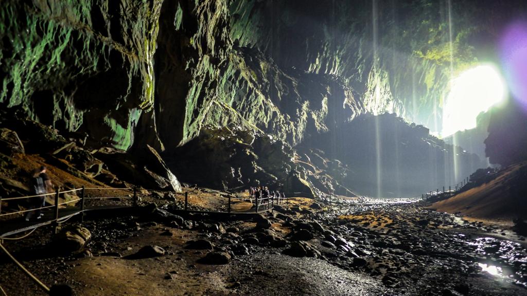 8-deer-cave-mulu-park