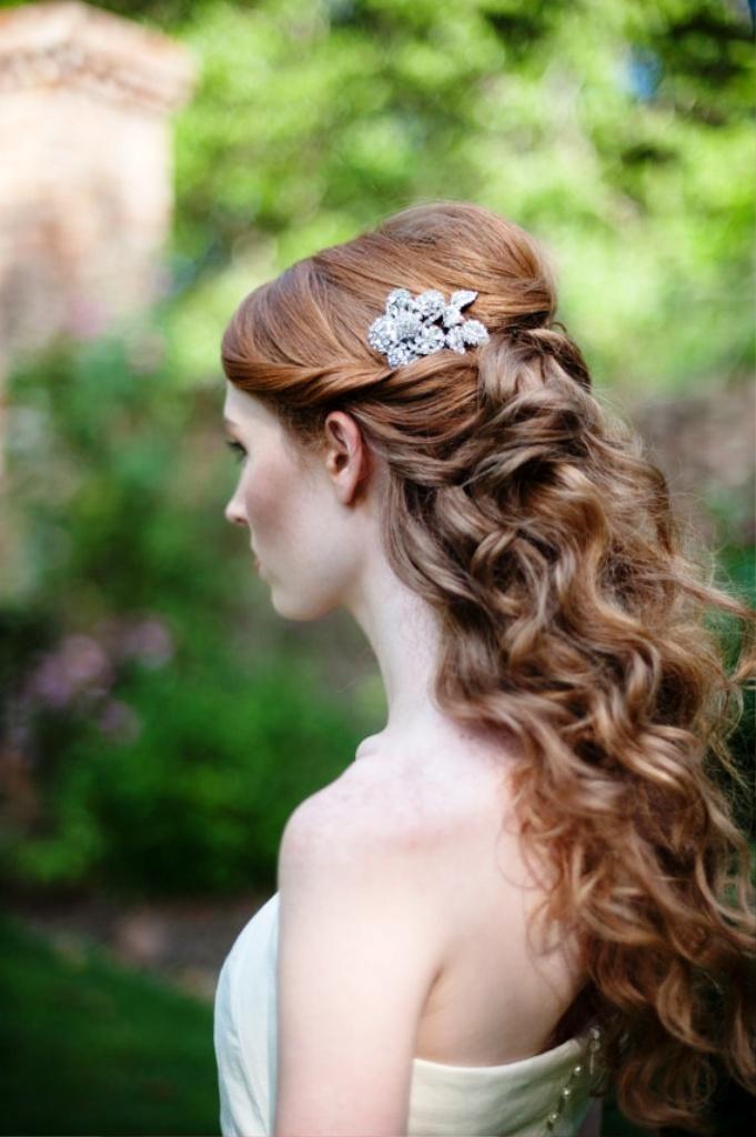 1-elegant-half-up-half-down-curly-hairstyles