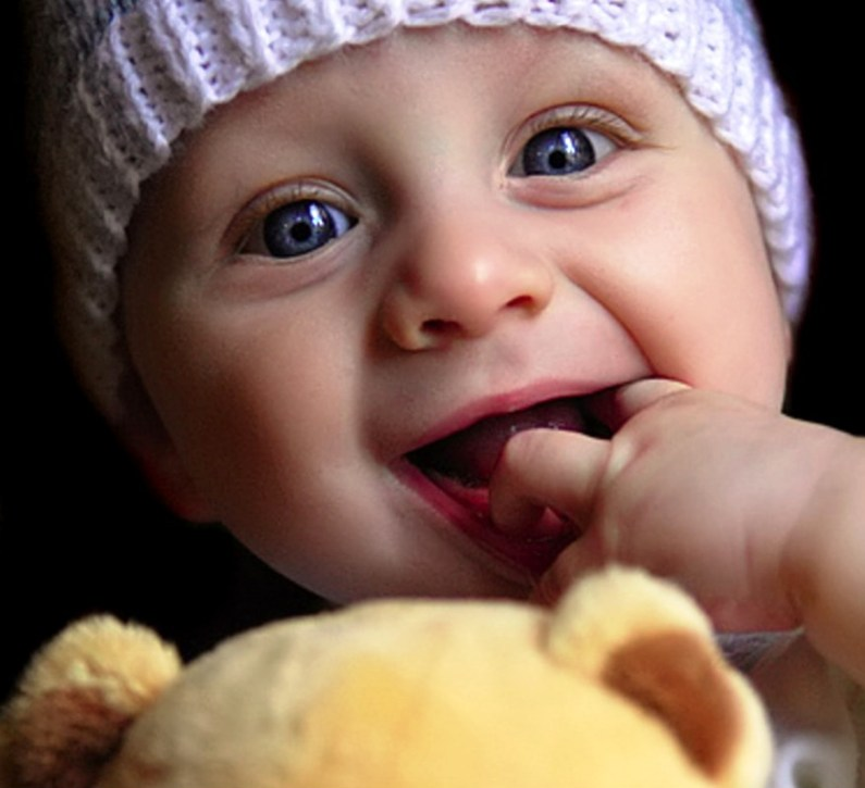 10-baby-wallpapers-with-smile