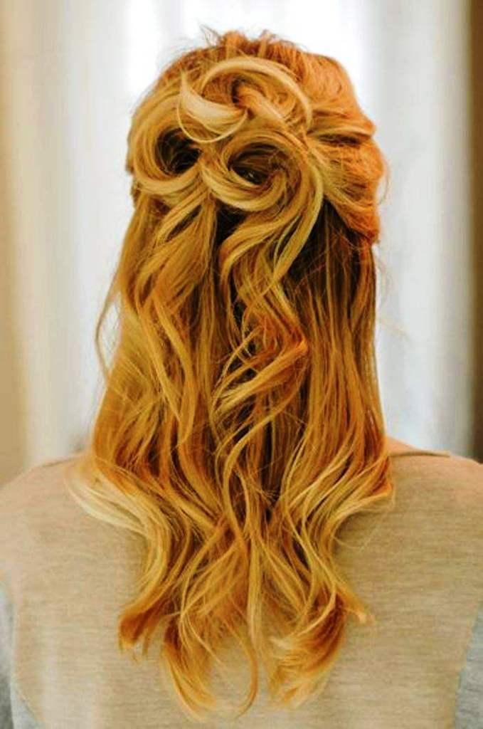 13-elegant-half-up-half-down-curly-hairstyles