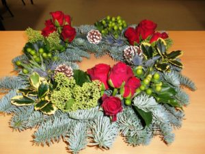 15 Flower Arrangement Ideas for Christmas
