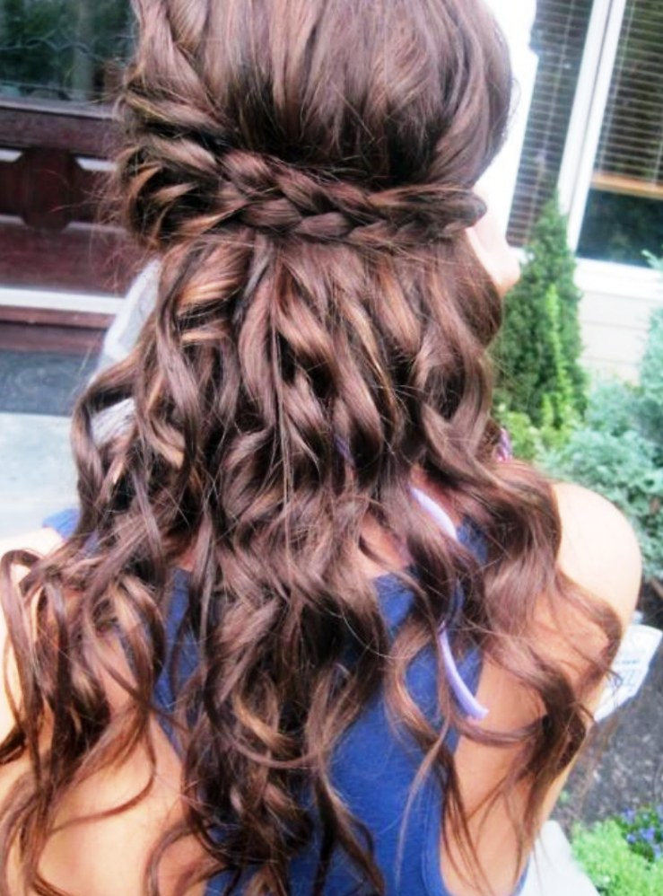16 Elegant Half Up Down Curly Hairstyles