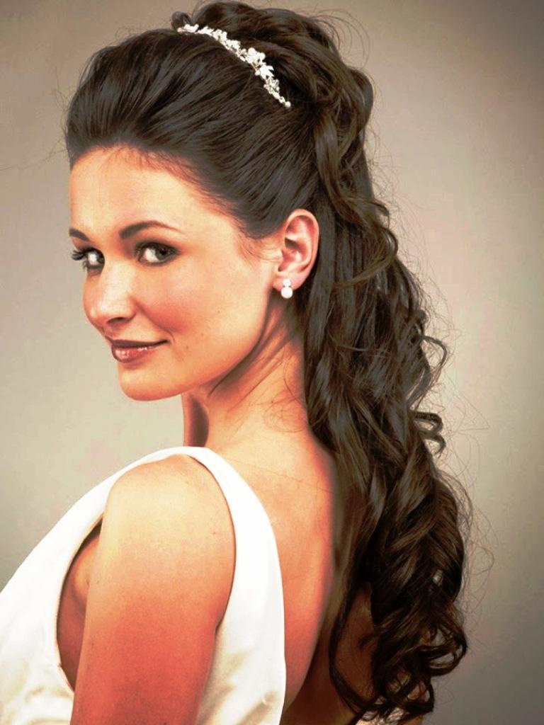 20 Elegant Half Up Half Down Curly Hairstyles Ideas · Inspired Luv