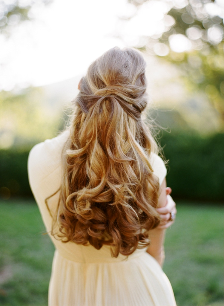 4-elegant-half-up-half-down-curly-hairstyles