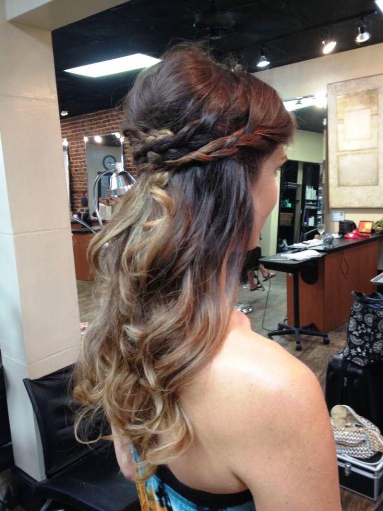 5-elegant-half-up-half-down-curly-hairstyles