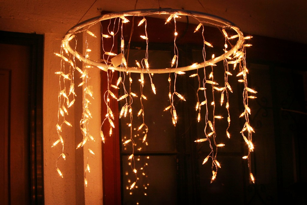 chandelier-with-icicle-christmas-lights