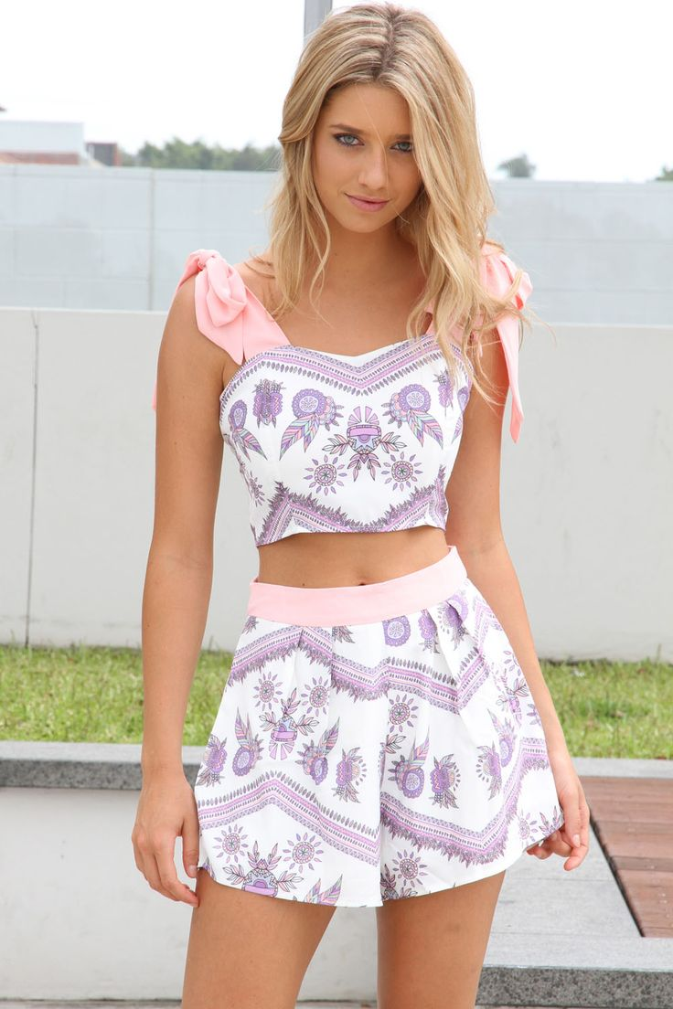 25 Stunning Crop Top Outfit Ideas