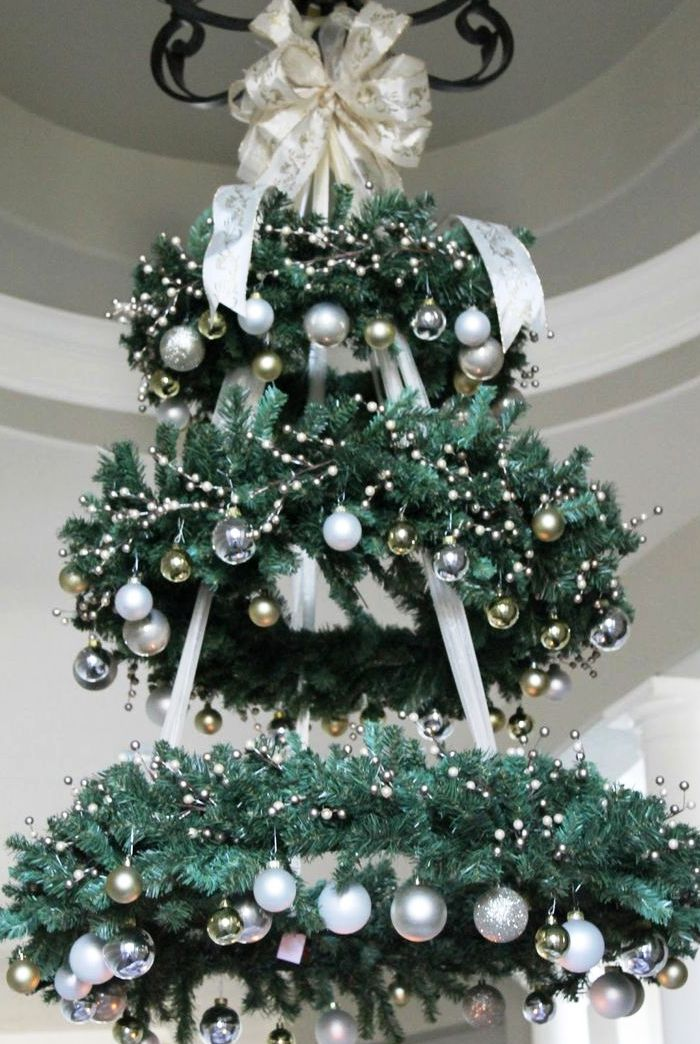 gorgeous-christmas-chandelier-for-a-yuletide-home-decor