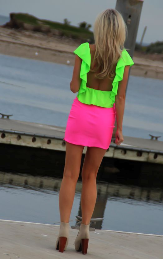 neon-outfit-ideas-24