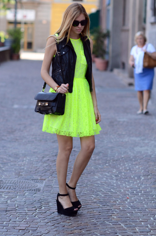 neon-outfit-ideas-27