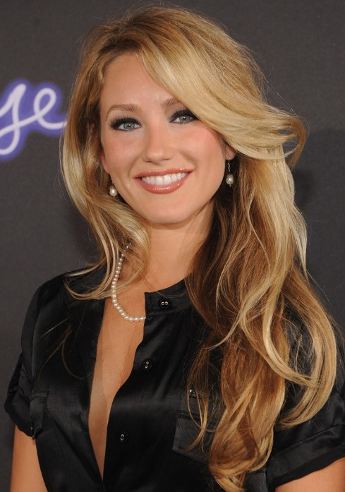 wavy-hairstyles-to-get-inspired-24