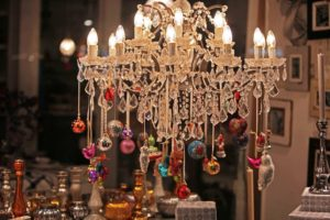20 Christmas Chandelier Decorating Ideas To Try