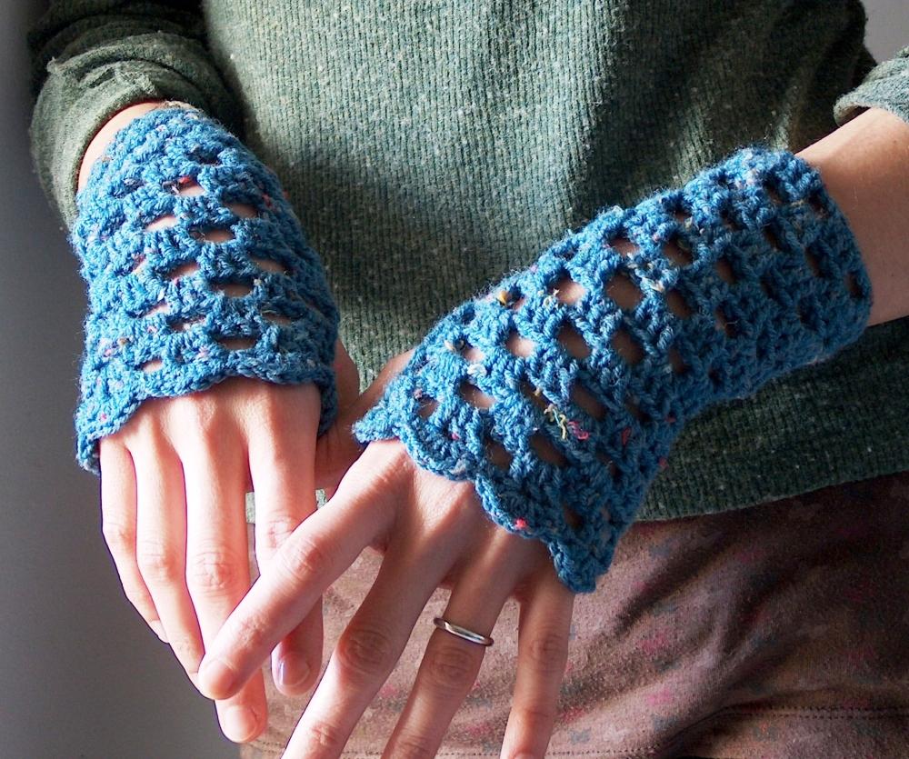 crochet-fingerless-gloves-free-pattern