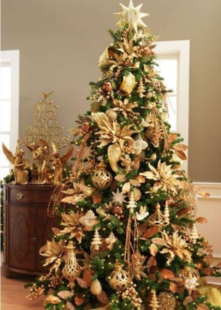 40 beautiful gold christmas decoration ideas for Red gold christmas tree decorating ideas