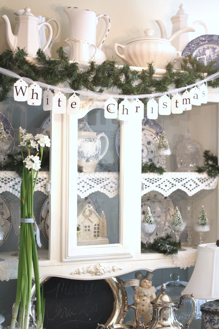 25 shabby chic christmas decoration. Black Bedroom Furniture Sets. Home Design Ideas