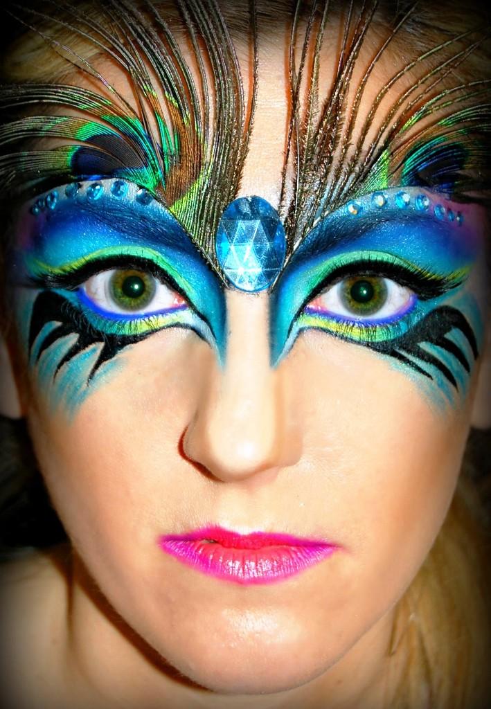 1 halloween peacock makeup for eyeshadow