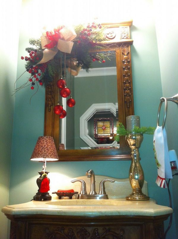 25 Bathroom Christmas Decoration Ideas