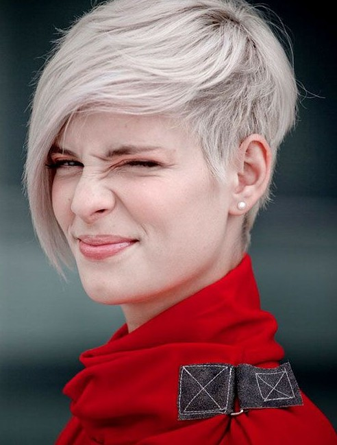 Amazing Short Hairstyles For Women (28)