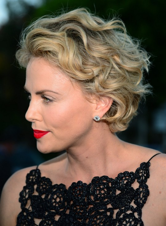 Best Hairstyles For Women Over 50 (44)