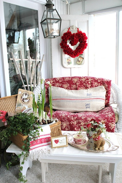 Outdoor Valentine Decor Ideas (19)