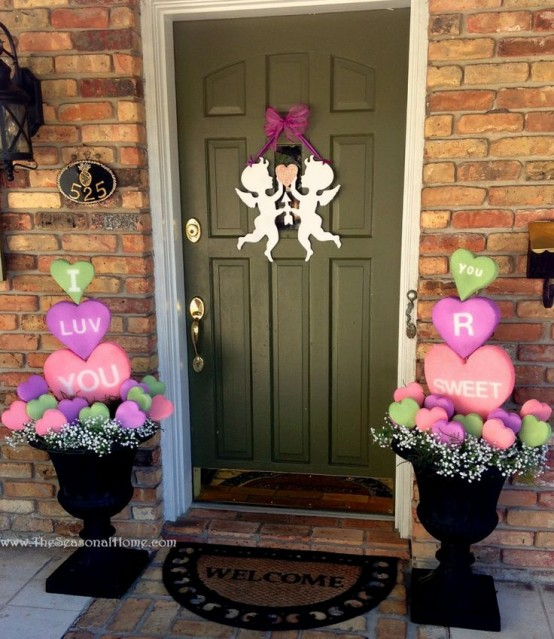 Outdoor Valentine Decor Ideas (21)