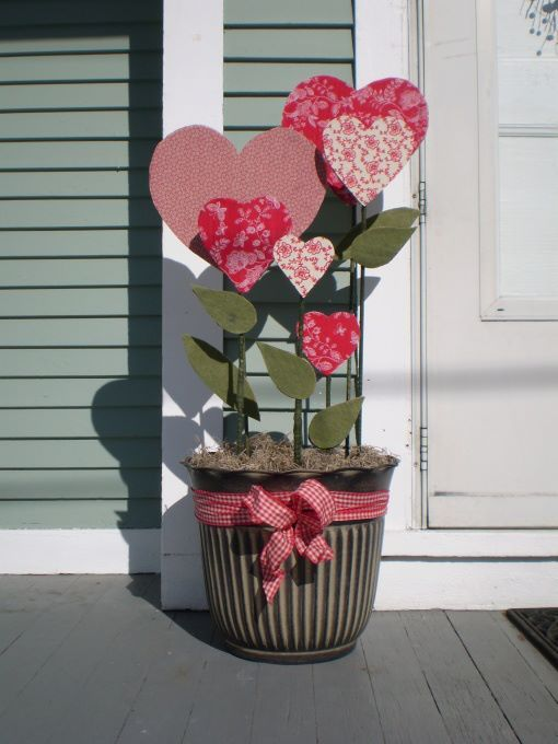 Outdoor Valentine Decor Ideas (22)