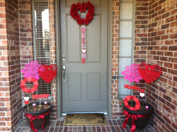 Outdoor Valentine Decor Ideas (23)