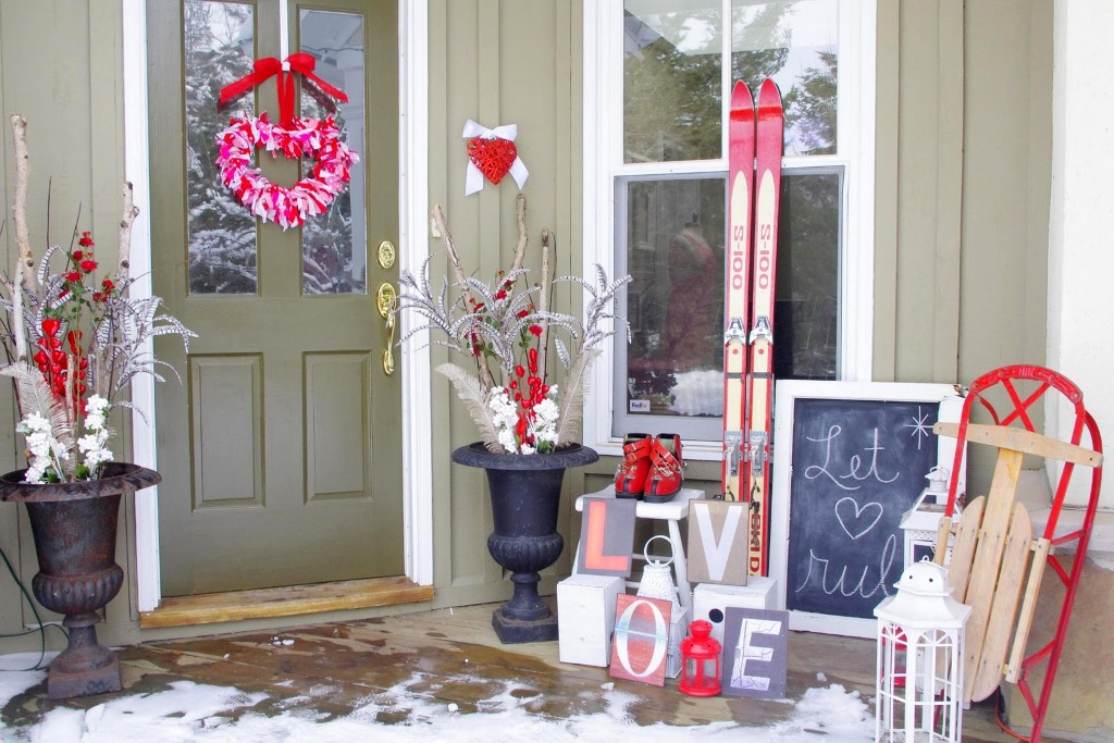 Outdoor Valentine Decor Ideas (26)