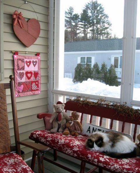 Outdoor Valentine Decor Ideas (27)