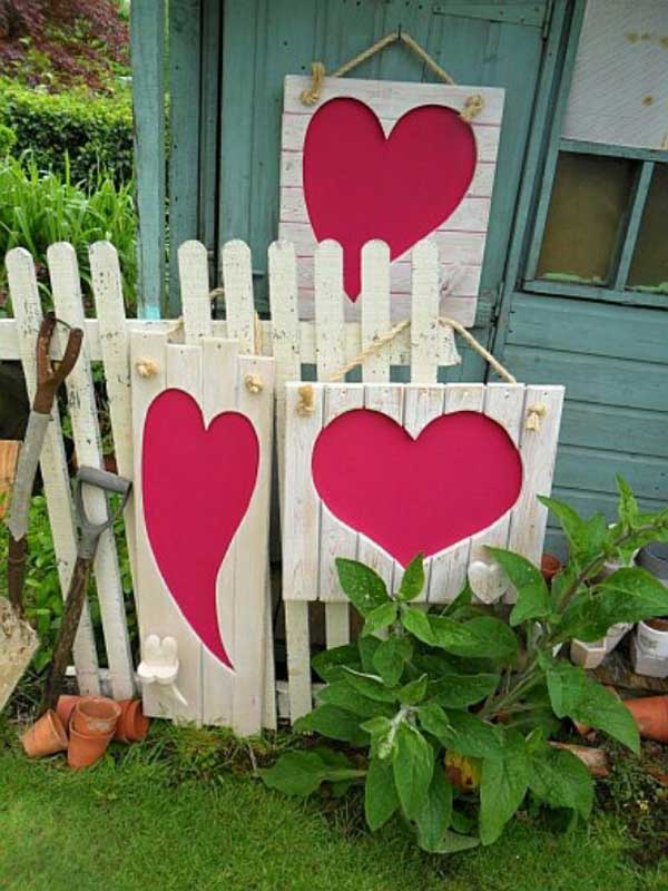 Outdoor Valentine Decor Ideas (3)