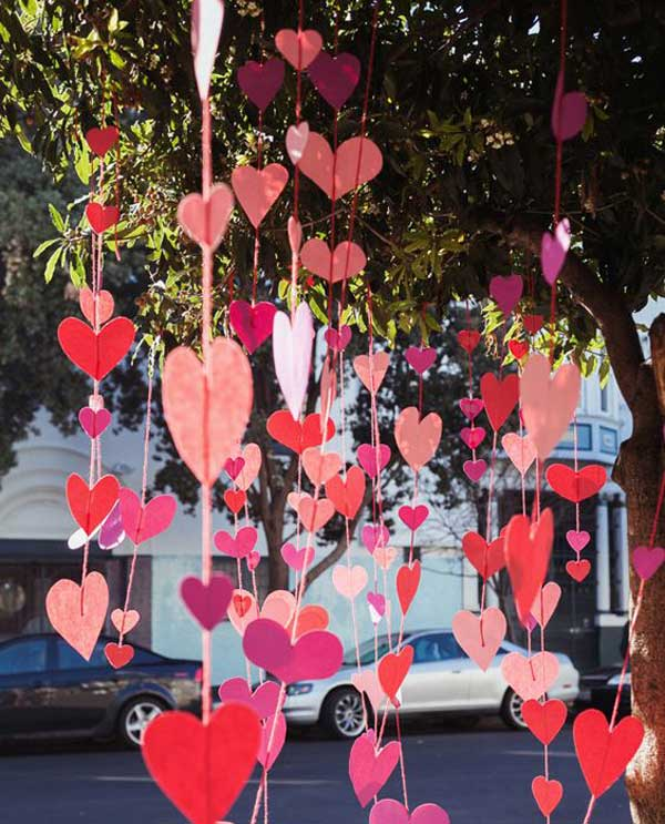 Outdoor Valentine Decor Ideas (4)