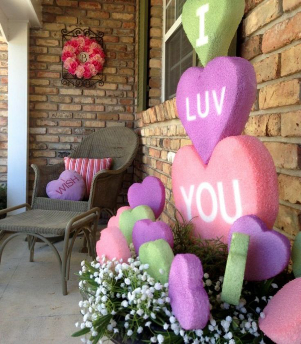 Outdoor Valentine Decor Ideas (8)