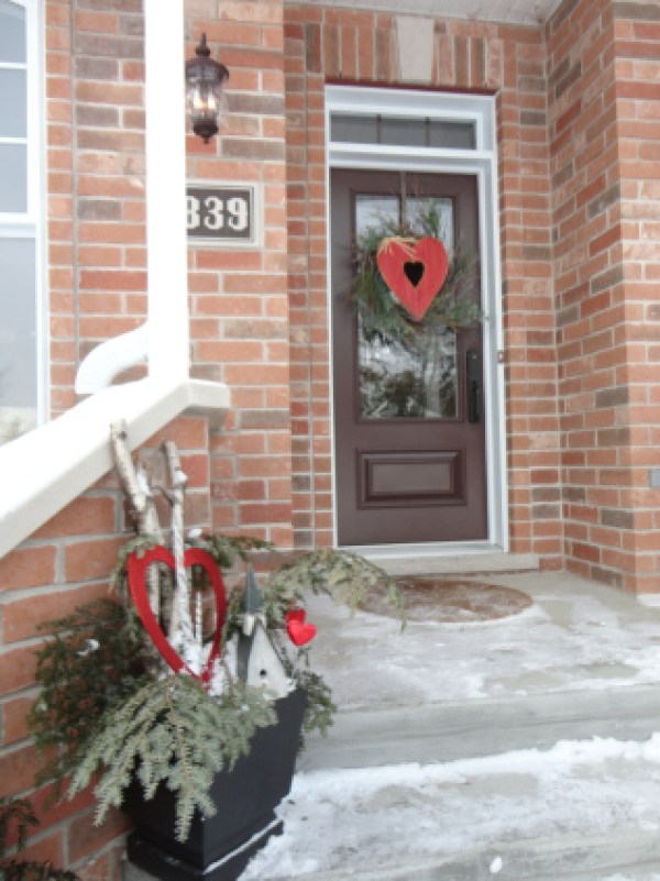 Outdoor Valentine Decor Ideas (9)