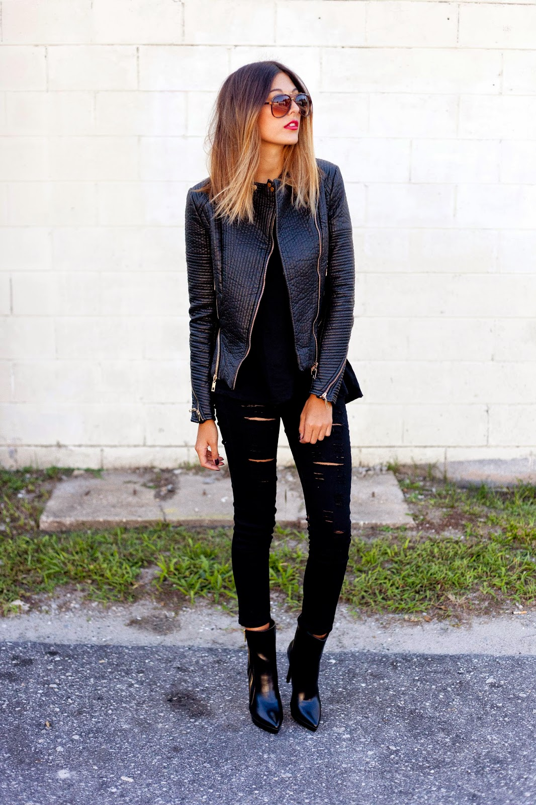Trendy Black Jeans Outfits (1)