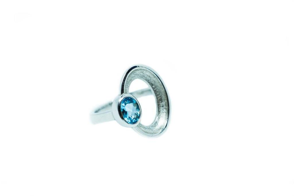 Consider Coloured Diamonds That Match The Shade Of The Gown